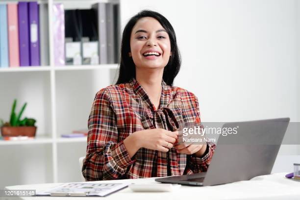 asian businesswoman in casual uniform is working in the office with happiness. happy workplace concept. - タイ人 ストックフォトと画像