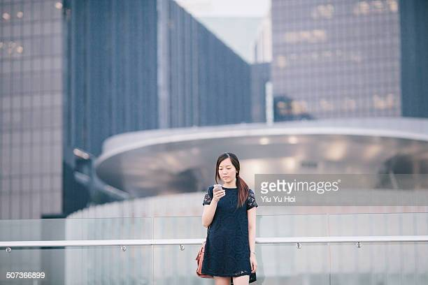 asian businesswoman using smartphone in city - yiu yu hoi stock pictures, royalty-free photos & images