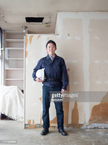 アジア建設労働者 - ヘルメット ストックフォトと画像