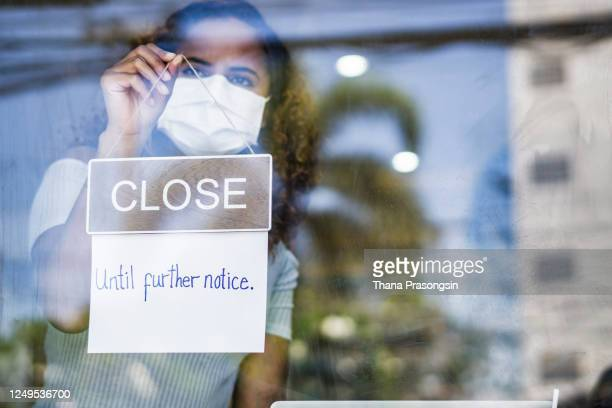 asian entrepreneur closing business due to covid-19 outbreak - closed stock pictures, royalty-free photos & images