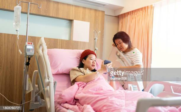asian family wearing protective face mask and takecare daughter after daughter give  a birth newborn baby at hospital - 検査業務 開始の地 ストックフォトと画像