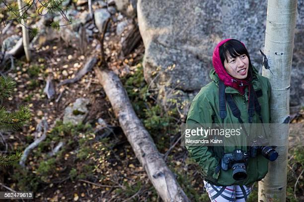 asian female photographer in colorado - kahn stock-fotos und bilder