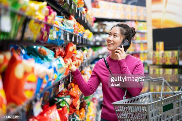 asian female shopping in supermarket - east asian ethnicity stock pictures, royalty-free photos & images