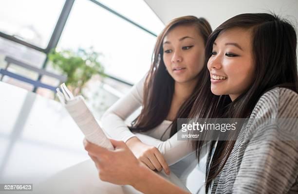 アジア女性の学生