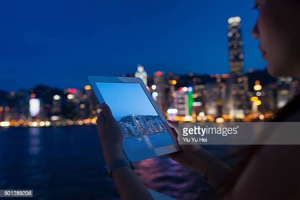 asian female using tablet device in modern city - yiu yu hoi stock pictures, royalty-free photos & images