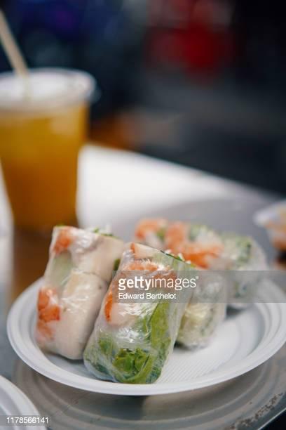 asian food - spring rolls - edward berthelot photos et images de collection