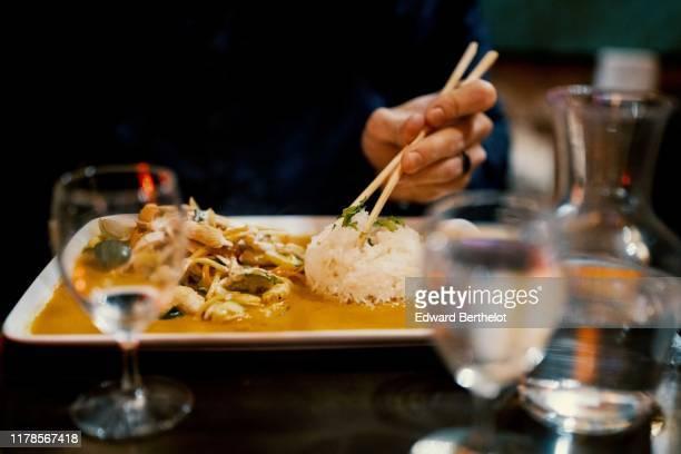asian food - thai meal - edward berthelot photos et images de collection