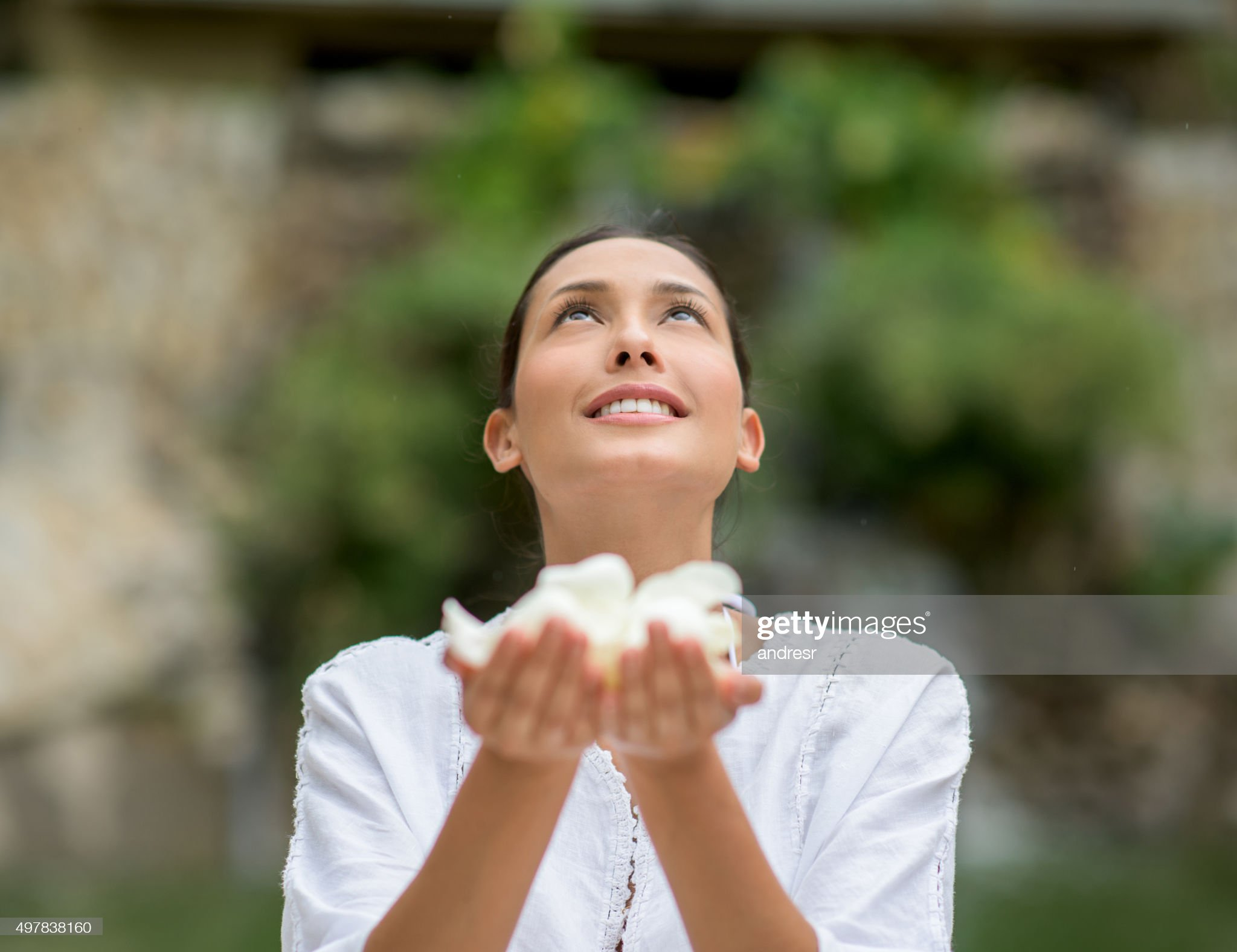 Asian masseuse at the spa : Stock Photo