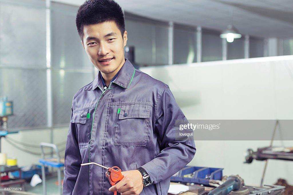 Asiatica Ritratto di Operaio e meccanico nel workshop di fabbrica : Foto stock