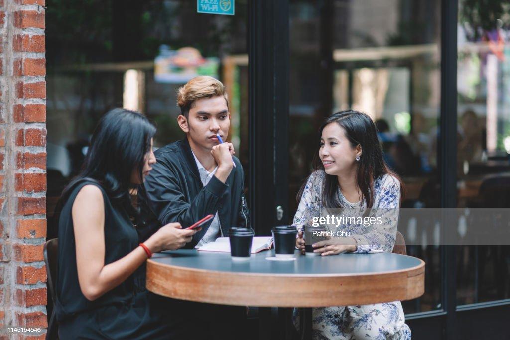 asiatischen jungen erwachsenen frauen fotos