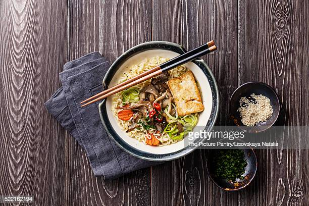 Asian noodles with tofu, oyster mushrooms and vegetables in bowl