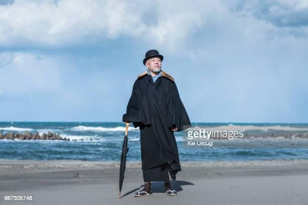 asian senior man - 毛皮の飾り ストックフォトと画像