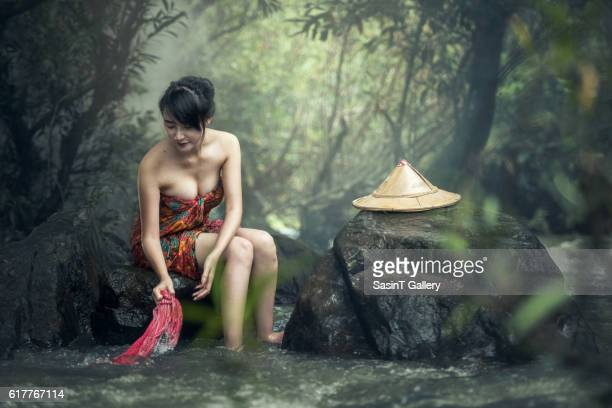 asian sexy woman washing - iran stockfoto's en -beelden