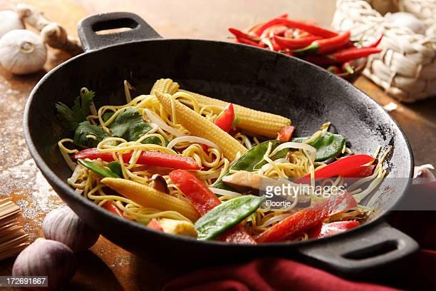 アジアの静止画: ヌードル炒めた野菜や