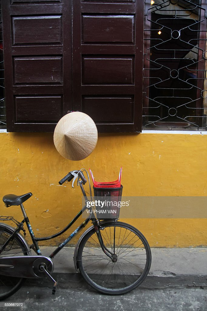Asian style conical hat in Vietnam : Foto stock