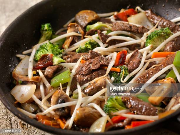 asian style peppered beef and vegetables with oyster sauce - bean sprout stock pictures, royalty-free photos & images