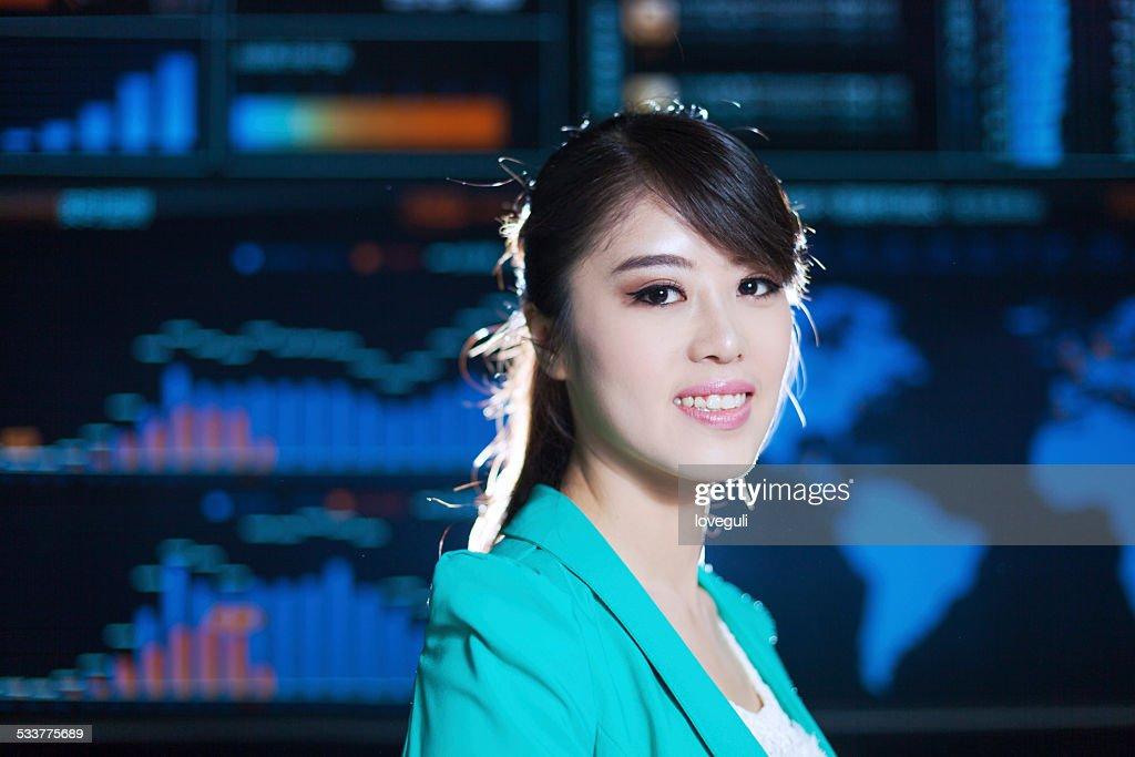 Ritratto di Donna asiatica successo in ufficio con sfondo grafico Grafico digitale : Foto stock