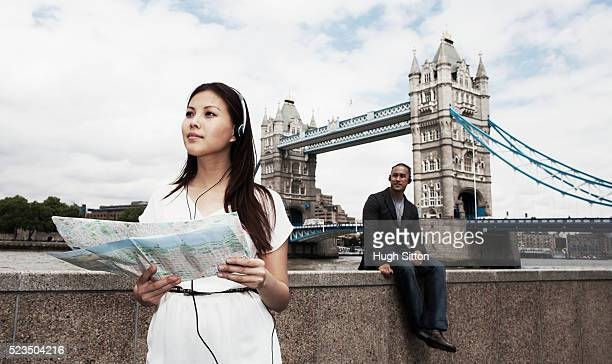asian tourists with tower bridge in background, london, england, uk - hugh sitton stock pictures, royalty-free photos & images