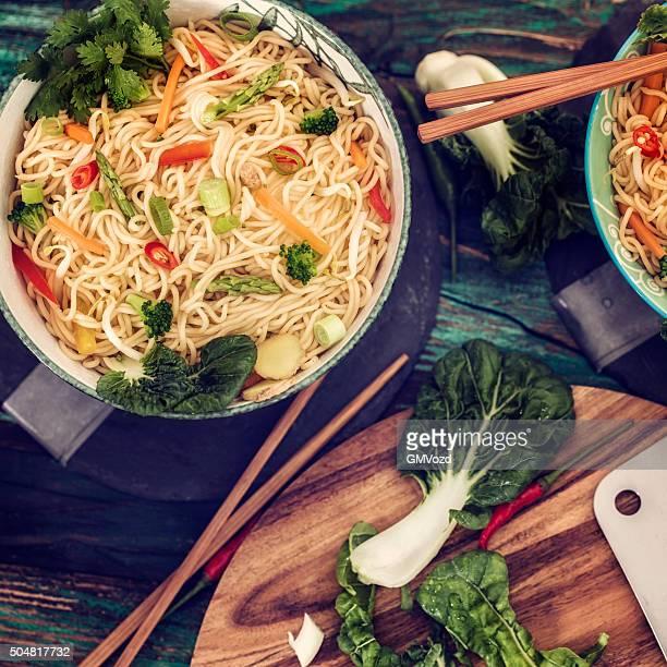 野菜ヌードル炒め物。アジアの