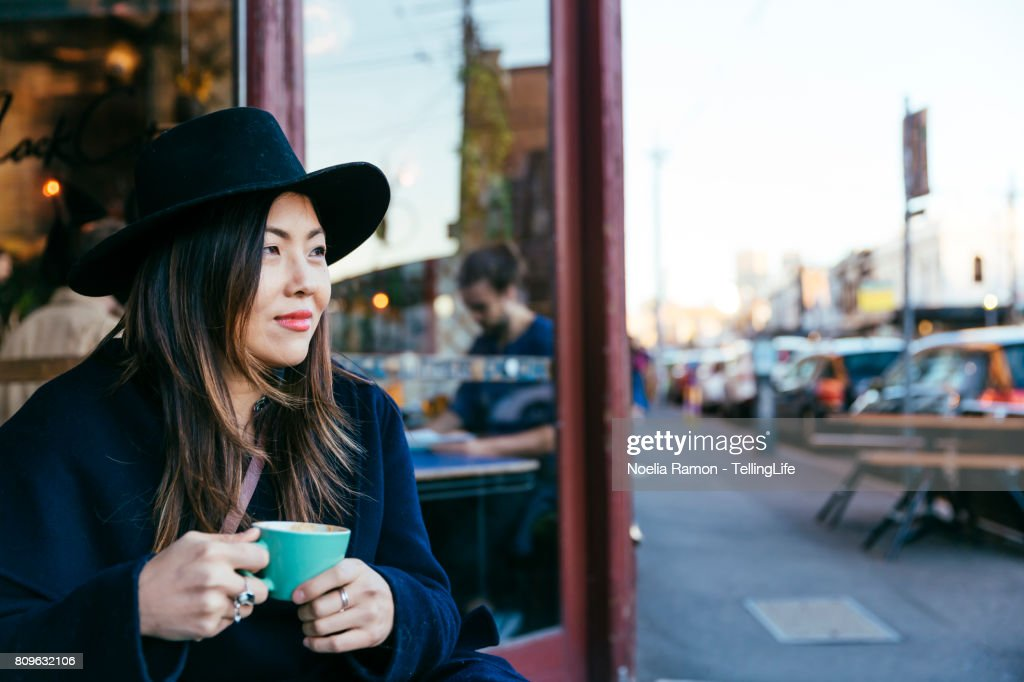 Asian woman - fashion street style Fitzroy, Melbourne : Foto de stock