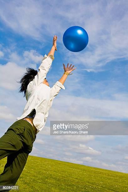 asian woman jumping for ball - つかまえる ストックフォトと画像