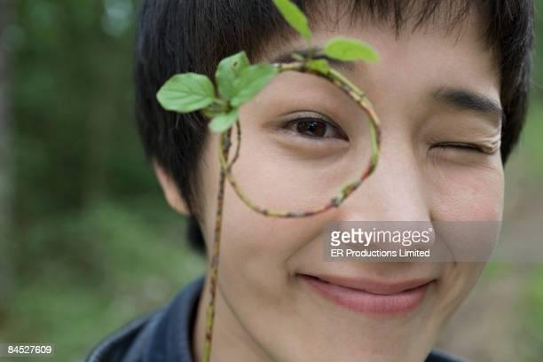 asian woman peering through twig circle - letra p fotografías e imágenes de stock