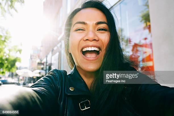 asian woman smiling outdoors - boca aberta - fotografias e filmes do acervo