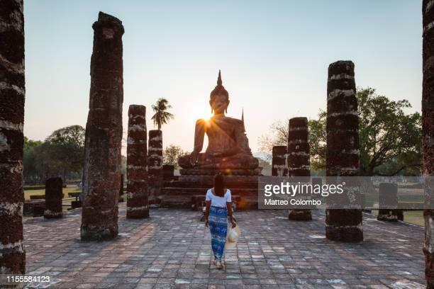 asian woman visiting wat mahathat, sukhothai, thailand - thailand stock pictures, royalty-free photos & images