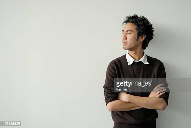 Asiatique jeune homme de profil