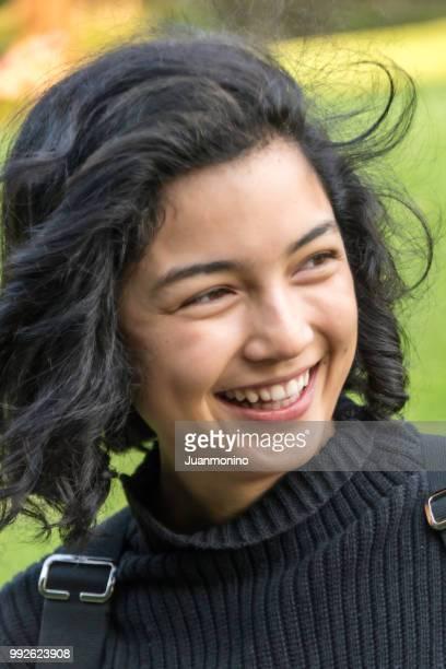 Asiatique jeune femme riant