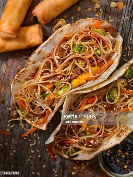 Asiatisch/mexikanische Fusion - Teriyaki Rindfleisch und Nudeln Tacos