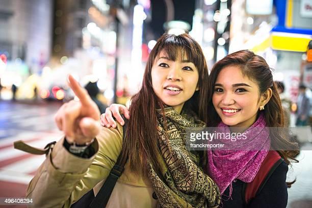 アジアご友人とご一緒に、東京の栄華