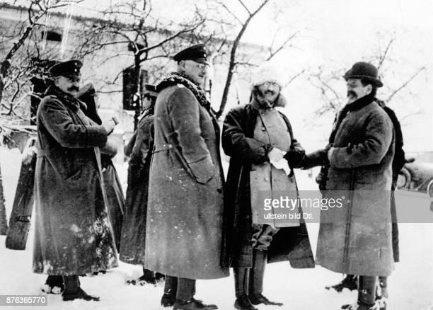 *19021865 Asienforscher Schweden Sven Hedin und Prof Hugo Vogel besuchen im 1 Weltkrieg deutsche Truppen an der Ostfront Anfang 1915