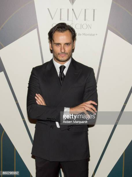 Asier Etxeandia poses during a photocall for the premiere of 'Velvet' at the Sala Phenomena on September 20 2017 in Barcelona Spain
