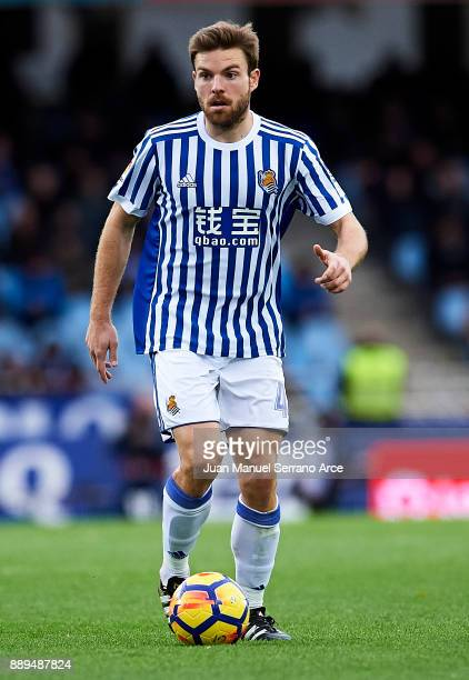 Asier Illarramendi of Real Sociedad controls the ball during the La Liga match between Real Sociedad de Futbol and Malaga CF at Estadio Anoeta on...