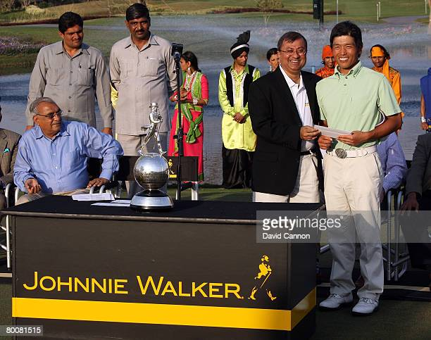 Asif Adil, MD of Daigeo India presents Taichiro Kiyota of Japan with his second place cheque after the final round of the 2008 Johnnie Walker Classic...