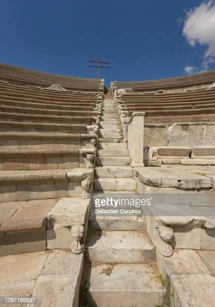 asklepion stairs in temple of amphitheater asklepion trajan, bergama, izmir, turkey. - ベルガマ ストックフォトと画像