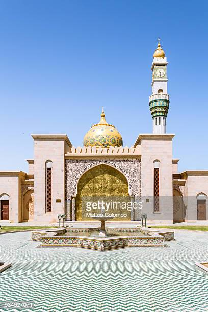 asma bint alawi mosque, muscat, oman - gulf of oman photos et images de collection