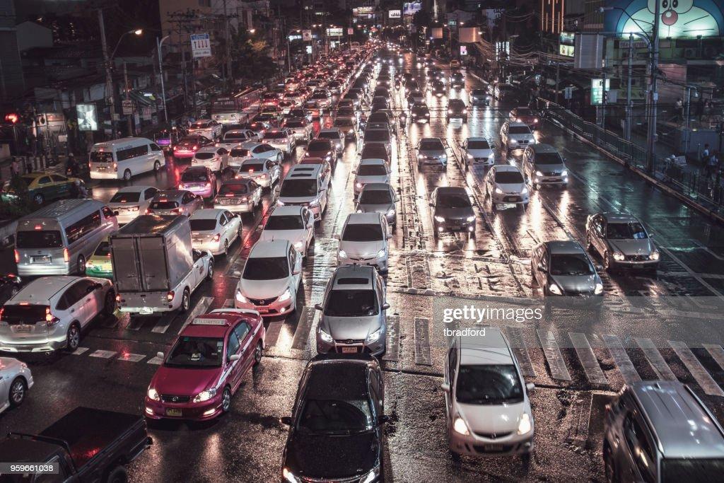 Asok Sukhumvit Junction in der Nacht In Bangkok, Thailand : Stock-Foto