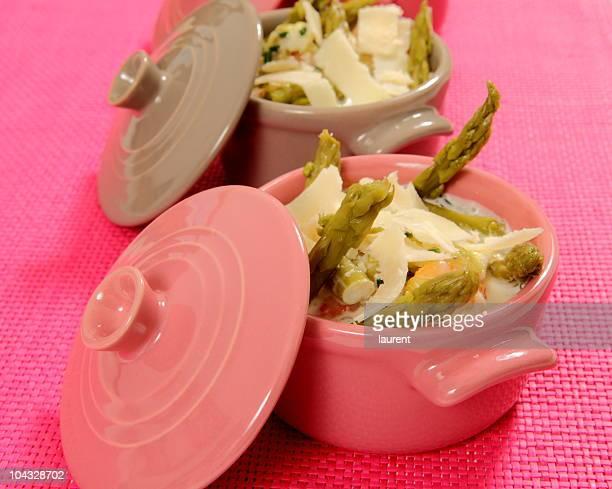 アスパラガスとパルメザン添え - シチュー鍋 ストックフォトと画像