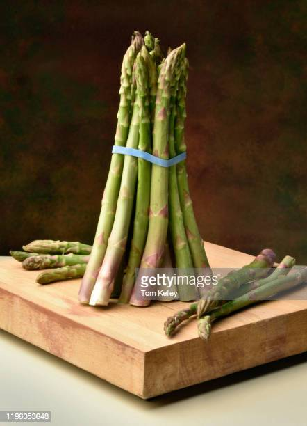 asparagus bunch - raw food diet stock pictures, royalty-free photos & images