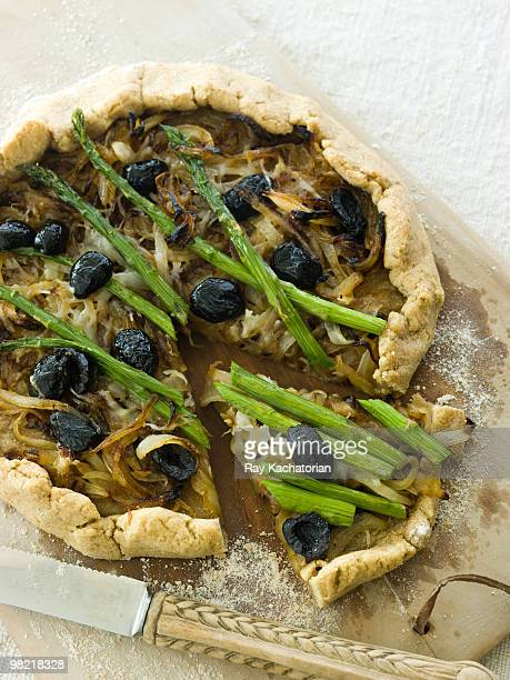asparagus pizza - vegetarian pizza stock pictures, royalty-free photos & images