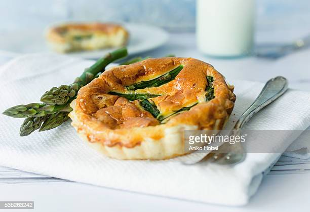 Asparagus tart with cheese