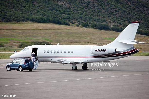 aeroporto de aspen e privados jets no asfalto - data privacy imagens e fotografias de stock