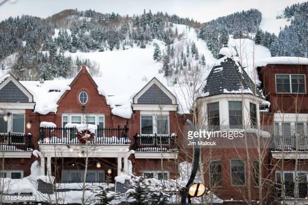 aspen colorado winter downtown - aspen colorado stock pictures, royalty-free photos & images
