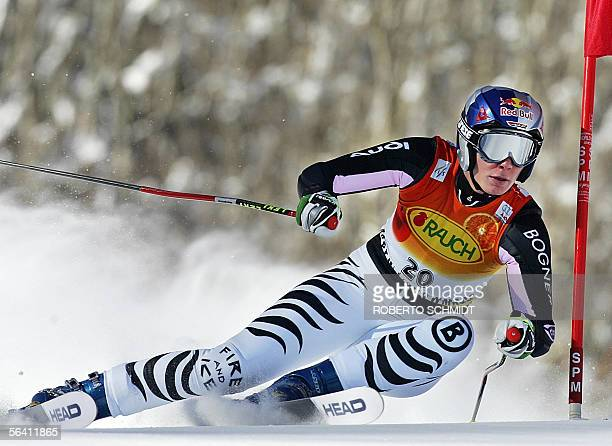 Maria Riesch of Germany skis past a gate during the World Cup Women's Giant Slalom race in Aspen, Colorado 10 December 2005. Riesch was the top...