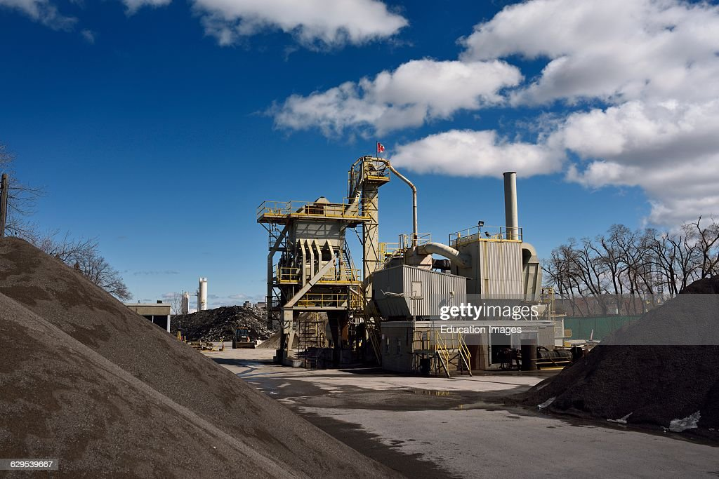 Asphalt plant for bitumen coated road stone paving material