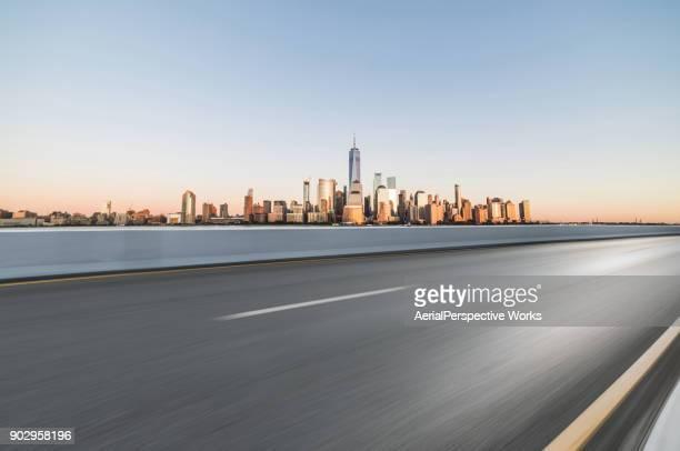 Asphaltstraße vor Stadt Manhattan