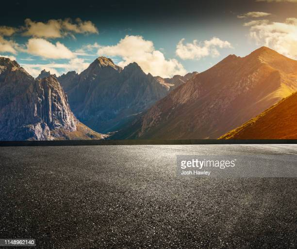 asphalt road - terrasse panoramique photos et images de collection