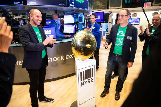 NY: Traders On Floor Of NYSE As Victoria's Secret Debuts On Public Market